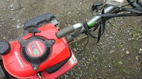 ←キャベツの追肥の際に使う小さな耕運機です!  その名も・・・  『プチな』  「プチっとな」 が良かったな・・・(-。-)y-゜゜゜