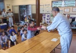 子ども樹木博士の認定基準により、正解数から、一人ひとりに認定書が授与されました。