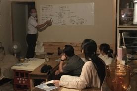真庭市役所環境課の藤田さんがお話してくださいました。その後は参加者同士でディスカッション。