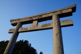 日本一の大鳥居  青空をバックに見る鳥居は、圧巻。 どうやって作ったのかと思わせる、当時の信仰の深さを物語ります。